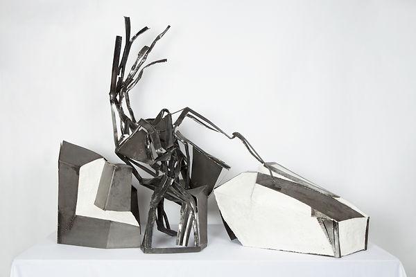 Sculpture métal et mortier. Femme 3 pièces.