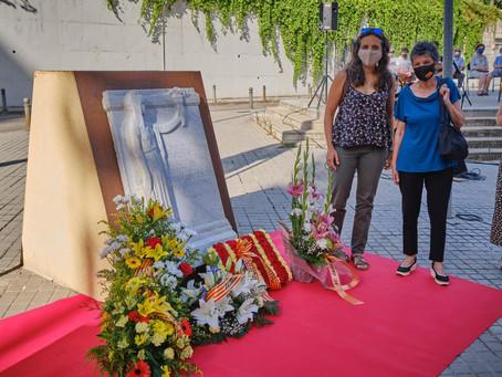 Ofrena floral al Monument als Drets dels Pobles