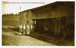 Madame GRENARD et 3 randonneuses.png