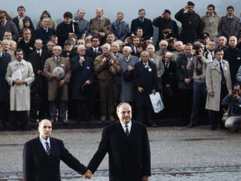 """Ascesa e caduta di Helmut Kohl, il """"gigante nero"""" che fece la Germania (e l'Europa)"""