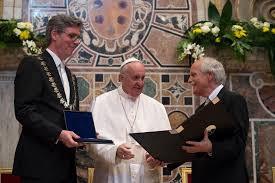 Papa Francesco insignito del premio Carlo Magno