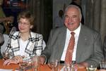 """Il vecchio Helmut Kohl, """"solo e schiavo della moglie"""" La denuncia pubblica dei figli dell'ex cancell"""