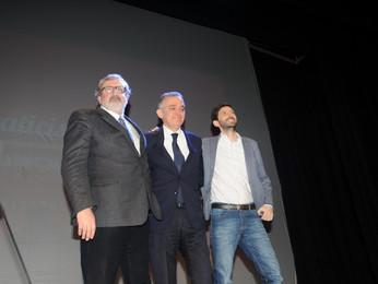 Le giravolte di Emiliano. Il governatore della Puglia lascia o resta nel PD? Resta per sfidare Renzi