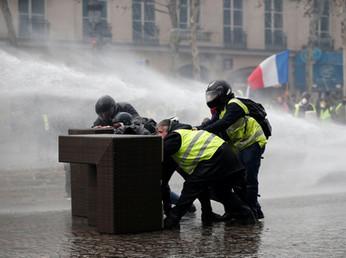 Vi spiego la miscela esplosiva che scuote la Francia (e non solo)