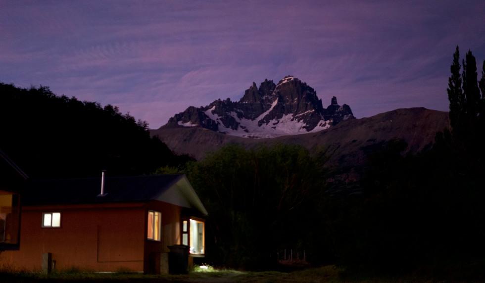 paysage maison montagne nuit.jpg