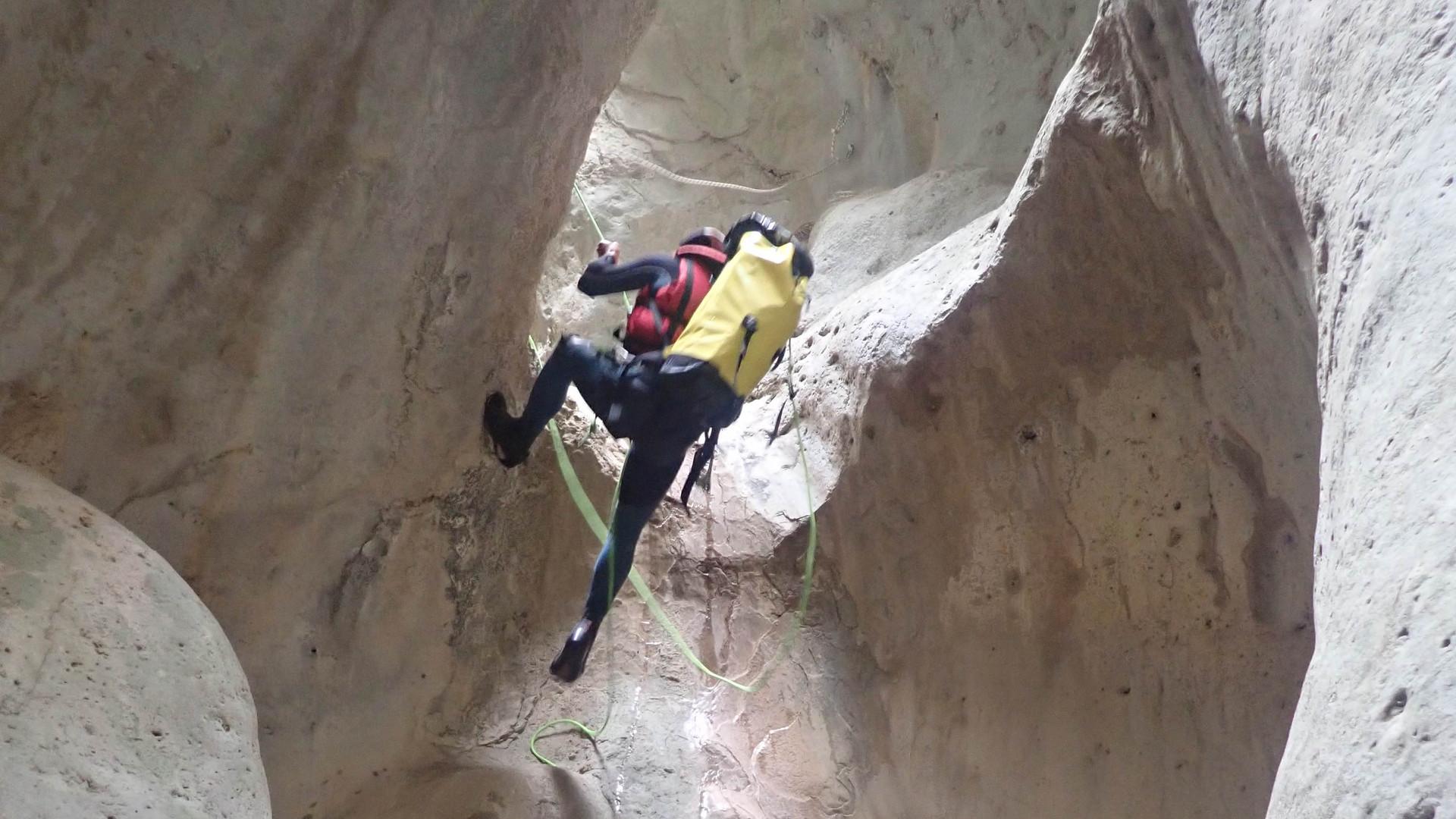 packraft_canyoning_Verdon_rappel.jpg
