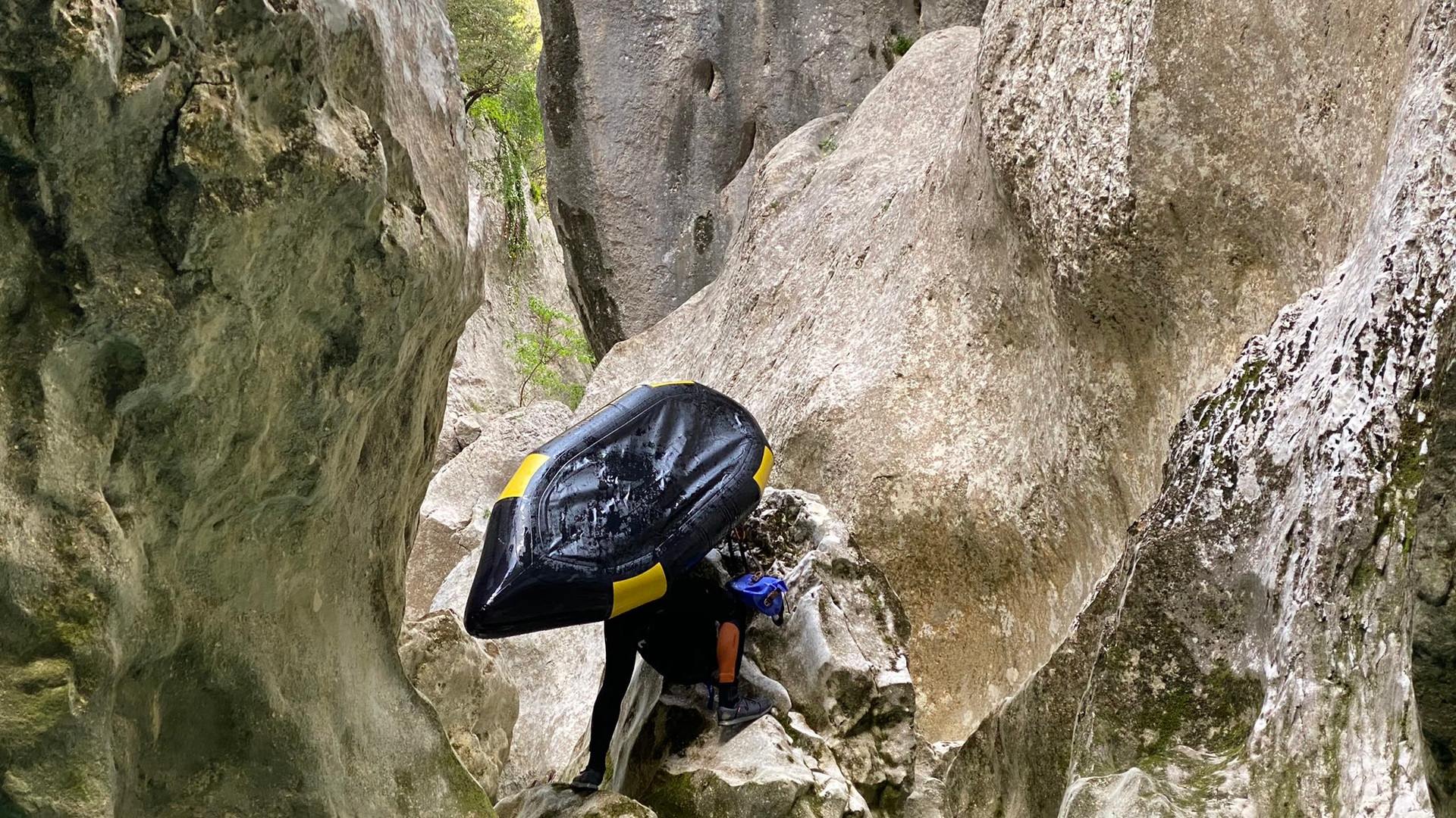 packraft_canyoning_Verdon_portage