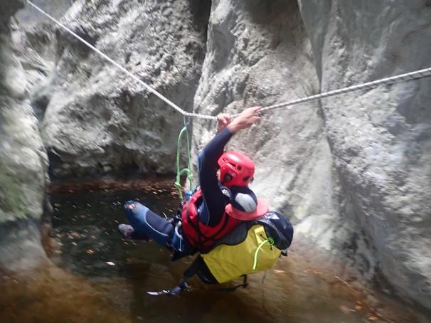 Tyrolienne dans le canyon de la main morte