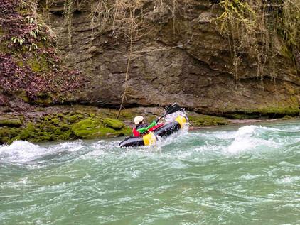 passage de rapides en packraft sur le Chéran