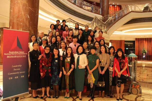 """英式下午茶与中国古典旗袍的不期而遇---《亚梅有约》女性朋友们的""""秘密""""座谈会"""