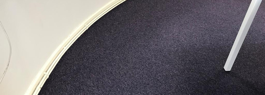 Contract carpet with curved edge