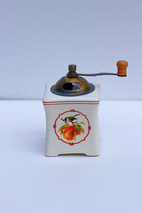 Antika Porselen Baharat Değirmeni