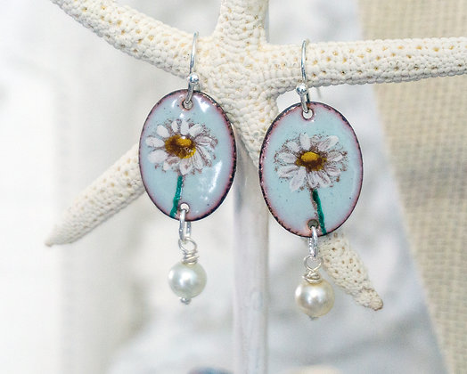 Daisy chains (& laughs) - Earrings on lt. green