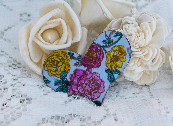 Puff heart pin - Multi color roses on blue