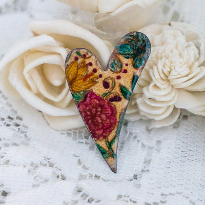 Med. swept heart pin - Flora on coral