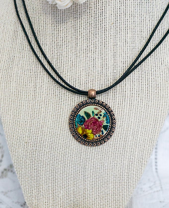 Sm. framed pendant - Flora on lichen green