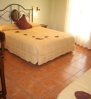 Hotel-castellote-habitacion-familiar-estandar-5.jpeg