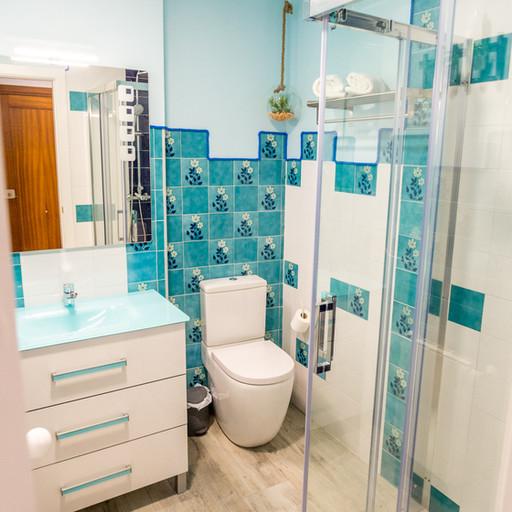 Apartamentos las suertes, el huerto baño