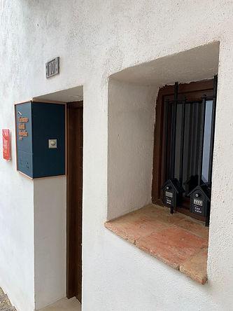 puerta y buzones.jpeg