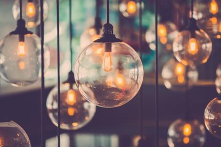 Consejos para destacar tus espacios con la mejor iluminación