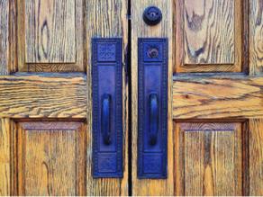 Cómo reparar puertas dañadas
