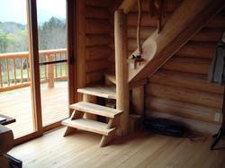 丸太をあしらった階段