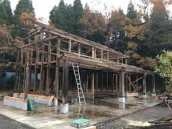 元は納屋。地震で壊れた納屋を解体して骨組みを移築