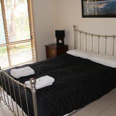 Shiraz Cottage bedroom 1