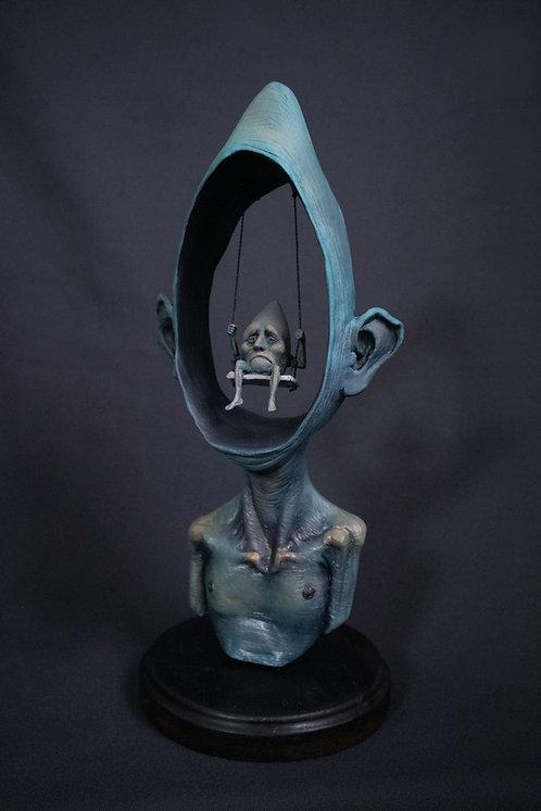 homem brincando de ser, só - escultura colecionável