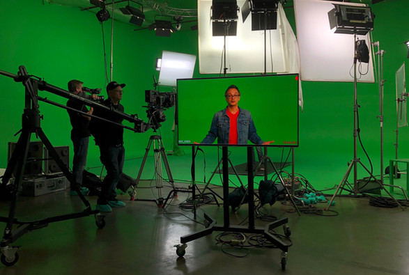 Actor-Pete George-Burbank-Commercial-Green Screen-Greenery Studio