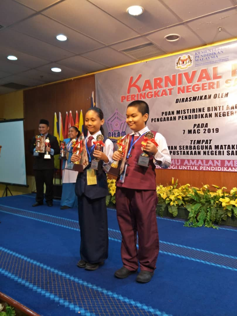 Tahniah diucapkan Kepada Adik Ronna..adik Ronna telah memenangi Johan Nilam Bi kategori luar bandar...adik Ronna mendapat markah 95% dan sekaligus merangkul TOKOH NILAM PERINGKAT SABAH dan akan mewakili TEAM SABAH ke Ke Pesta Buku dan Nilam Kebangsaan di Selangor pada 2-5 April ini..di sini saya mengambil kesempatan mengucapkan ribuan terima kasih kepada smua warga SKPT atas sokongan anda kepada kami selama ini 🥰🥰🥰 moga kilauan EMAS akan terus di peringkat Kebangsaan 💪🏻💪🏻