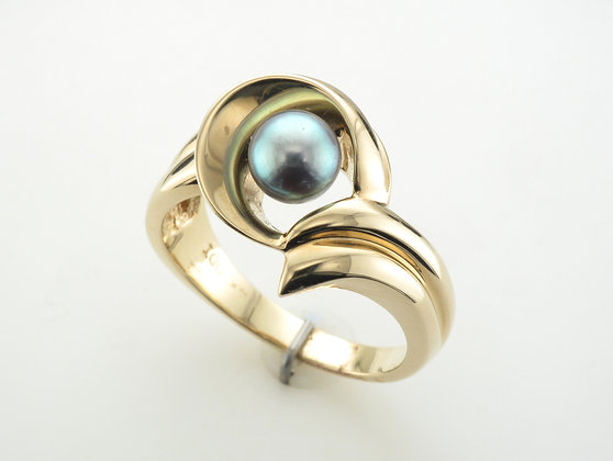 Grey Pearl Ring, 14k Yellow Gold