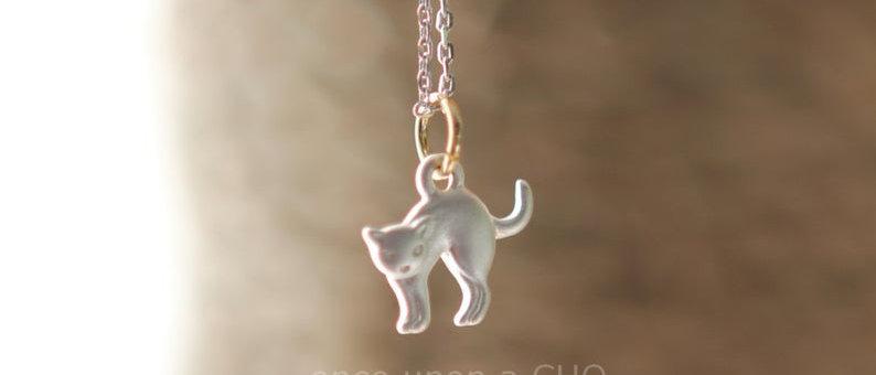 Mini kitty cat pendant necklace in matte silver