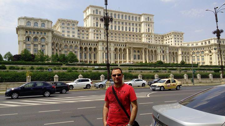 Parlamento sarayı ön cephe