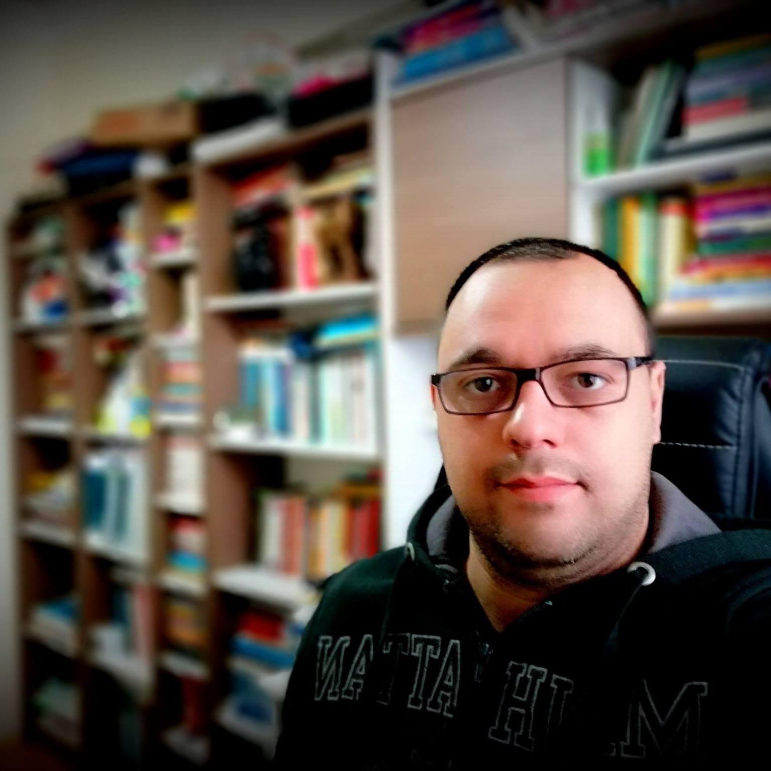 Kütüphanem