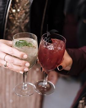 Wedding signature cocktails, Lyndhurst Mansion New York, @pearlandcoevents, @kristinpiteophotography