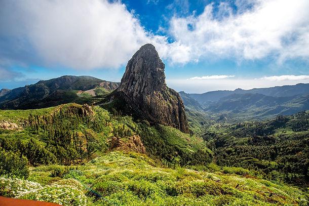 Blick-auf-die-Berge-auf-La-Gomera-iStock