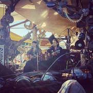カムヒビKING、橋の下音楽祭の草原ステージ。写真はIjiriさんが撮ってくれま
