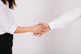 apreton-manos-mujer.jpg