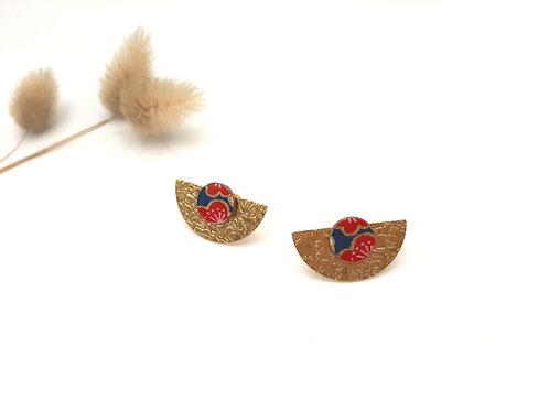 Boucles d'oreilles puces demi-lune fleurs japonaises
