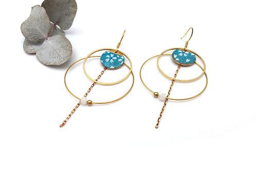 Boucles d'oreilles double anneaux ornées d'une chaînette et de perles