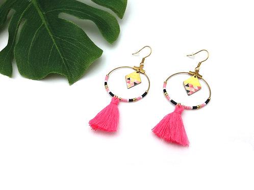 Boucles d'oreilles créoles en laiton ornées de perles miyuki et d'un pompon