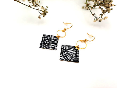 Boucles d'oreilles carrées noires à pois blanc