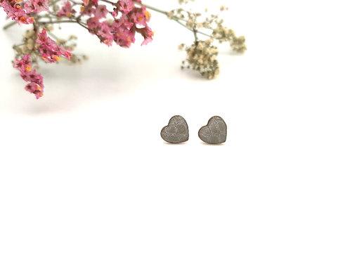 Clous d'oreilles cœur gris croco