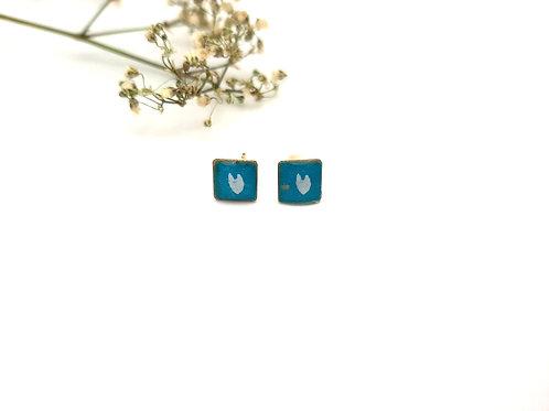 Clous d'oreilles carrés turquoise fleur blanche