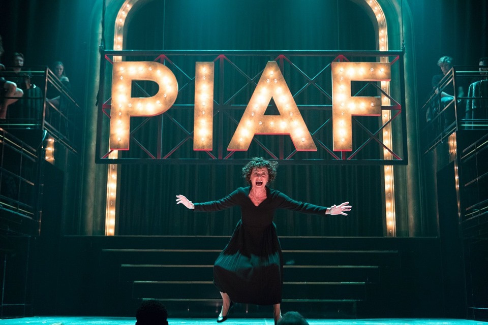 Louise Pitre demonstrates how to act as Edith Piaf