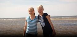 2012 Izbraukums - Luize un Anna V. pie juras