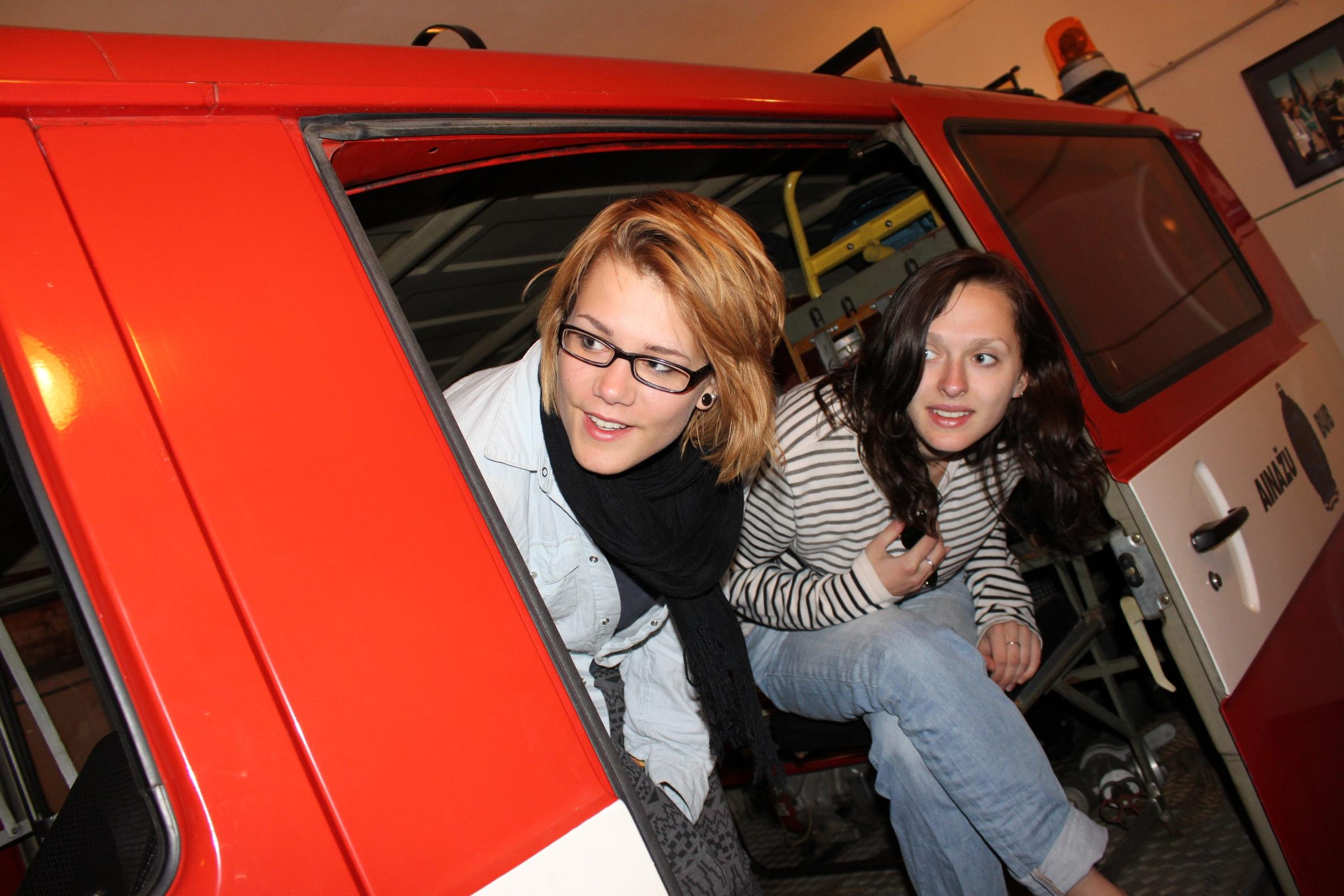 2012 Izbraukums - Sarma un Elizabete uztraucas