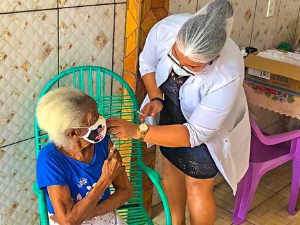 Tomé-Açu inicia vacinação de idosos com 90 anos ou mais