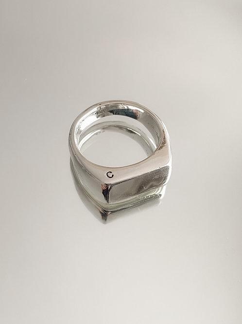 Slim Mano Signet Ring
